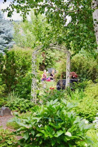 Garden archway Sullindeo Farm with yoga group